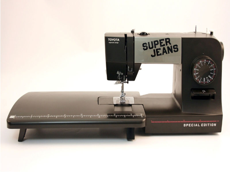 Jeansnähmaschine mit großem Anschiebetisch